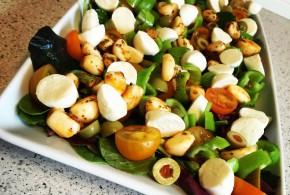 lækker lchf baby salat med oliven og mini mozzarella
