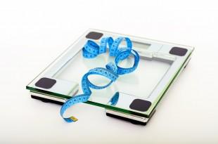 LCHF som slankekur - badevægt og målebånd