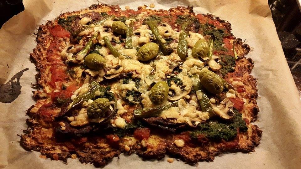 LCHF pizza med blomkålsbund