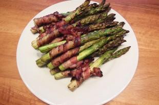 Sprøde ovnbagte asparges i bacon