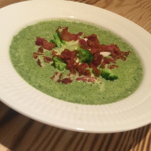 Broccolisuppe med porre og spinat