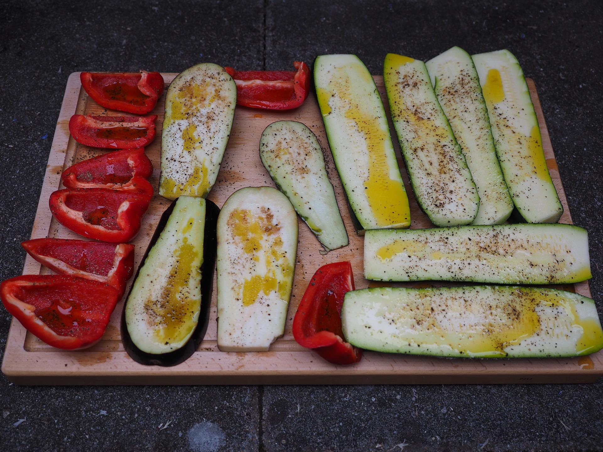 Lette ovnbagte peberfrugter og squash