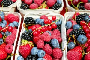Frisk smoothie med bær og ingefær